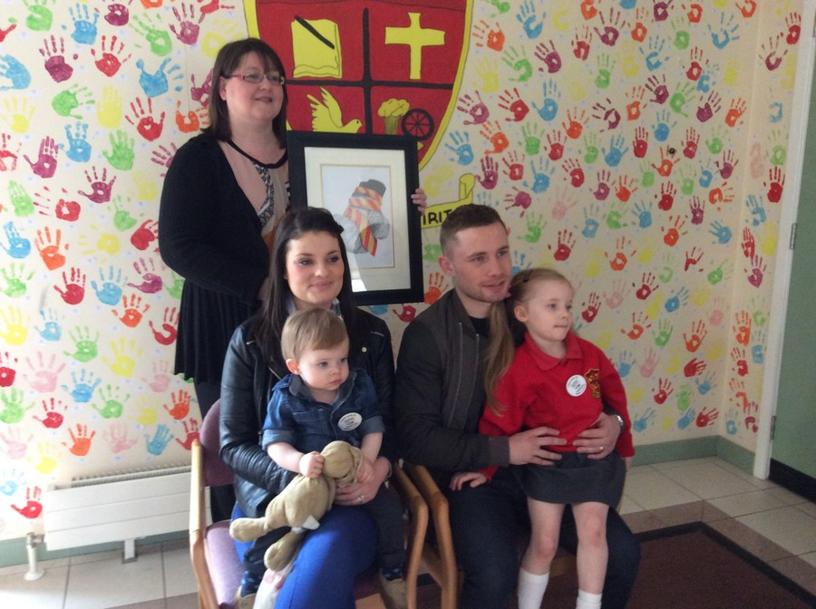 Carl Frampton accepts a beautiful picture, created by past pupil, Tara Curran