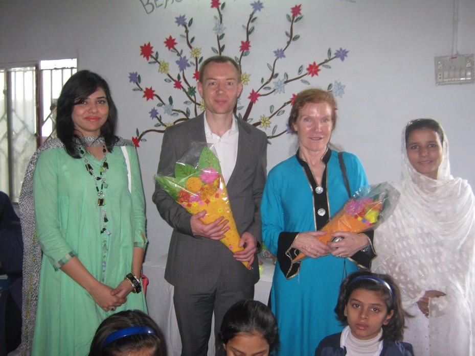 Mrs Rogers and Mr Nunns are welcomed to Pakistan