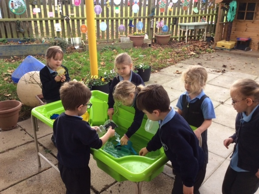 The Hedgehogs were really excited to play with the new water tray that our fantastic PTA have bought for the outdoor area.