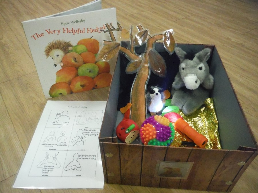A topical story box to develop awareness of Autumn