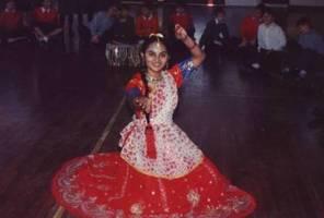 1992-01-30-TradititionalIndianDanceTroop.JPG