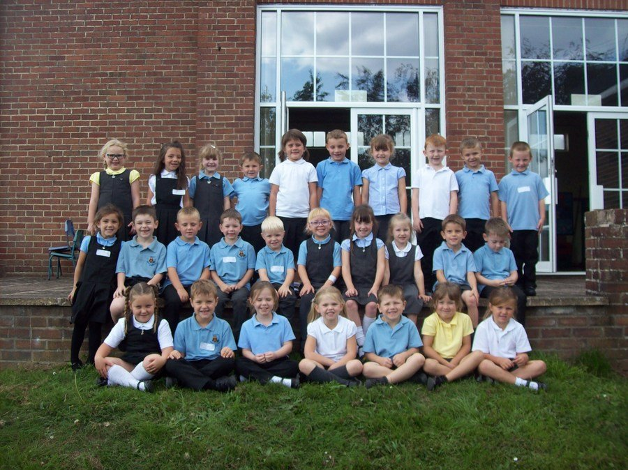 Welcome to Blue Class. You have all settled in so well and I am very impressed with your wonderful behaviour. We have been busy already this week. We have been practicing our handwriting, learning how to draw a person, remembering our sounds in words and running for 15 minutes everyday.