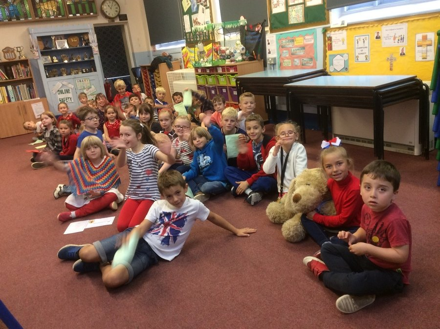We took part in the Red, White and Blue day raising money for the three main service charities. The children celebrated the 100 year anniversary of the end of World War 1, completing a variety of activities.