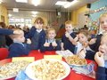 Yummy harvest food tasting with Year 1 children 6.JPG