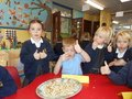 Yummy harvest food tasting with Year 1 children 13.JPG