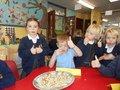 Yummy harvest food tasting with Year 1 children 13.JPG