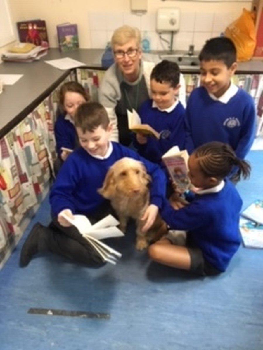 Children reading with Lola