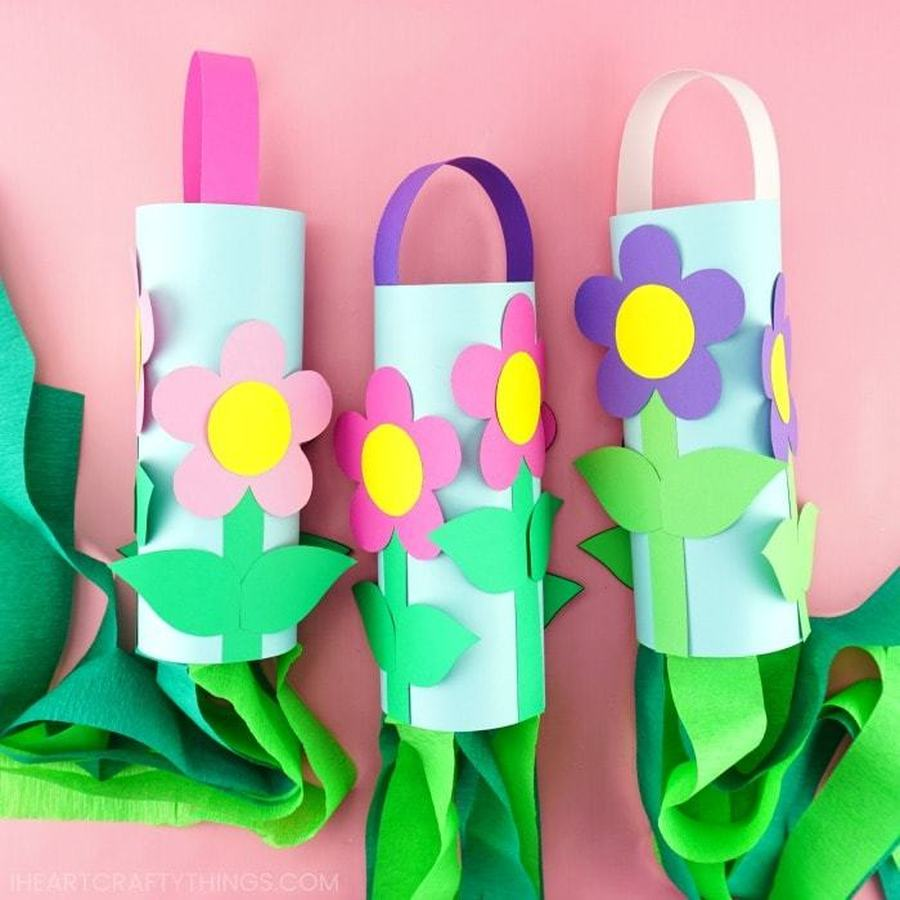 CLICK HERE FOR EASY FLOWER WINDSOCKS