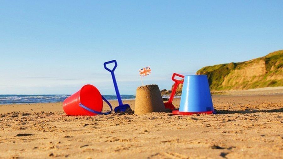 Oh I do like to be beside the Seaside....