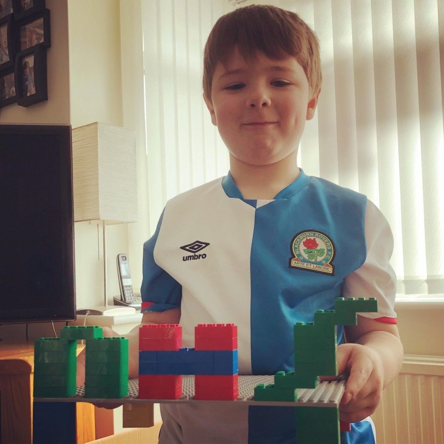 William Y2 supporting the NHS in his lego challenge