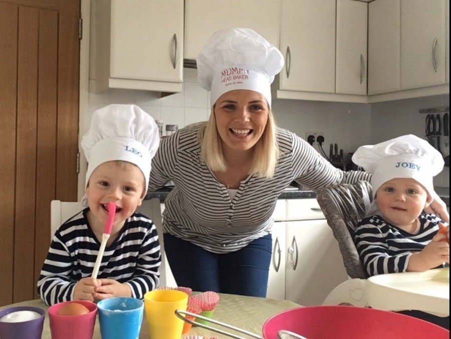 Big Cook, Little Cook! Miss Hornegould and her sons!