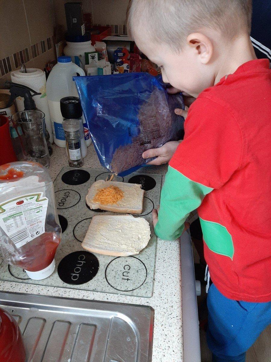Can you make a sandwich like Lewis?