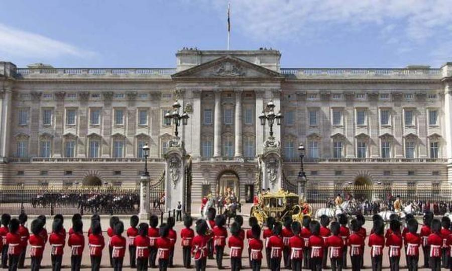 You can't visit London, but you can still take a tour of Buckingham Palace!