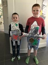 The Payne family created these recycled robots. <br>What a great idea!