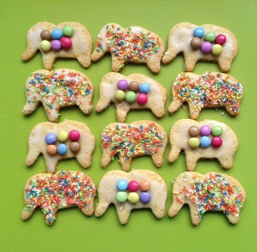 Try making some of your own biscuits and decorating them all differently. Will your biscuits have spots or stripes?