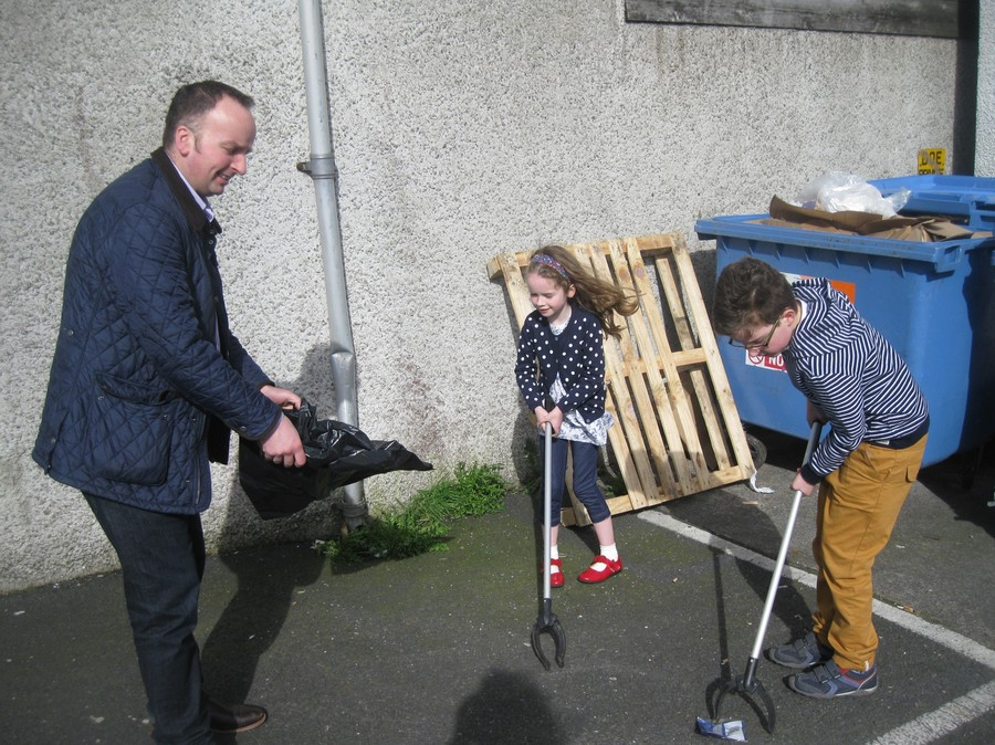The Close family working together to tidy up their local community!  Well done!