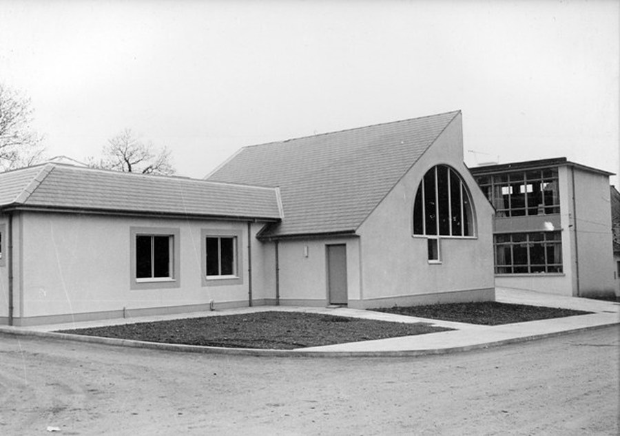 School Extension opened in 1979. This extension included the present assembly hall and gym, the kitchens, P1/2, P3 and P5/6 classrooms, school office, staff room and toilets.