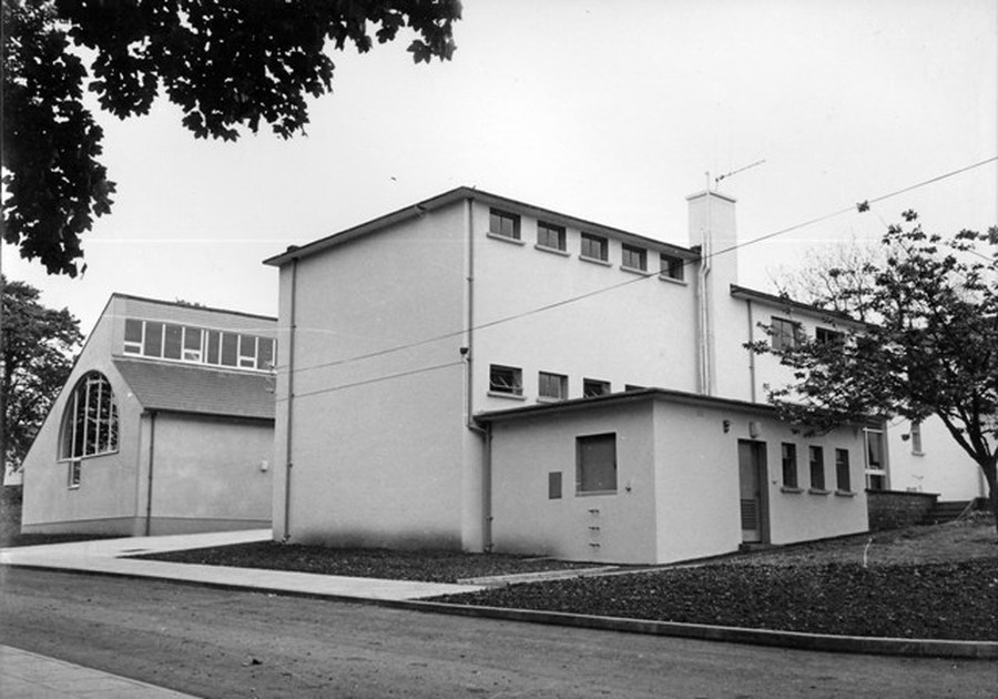1979 - The school incorporating the extension