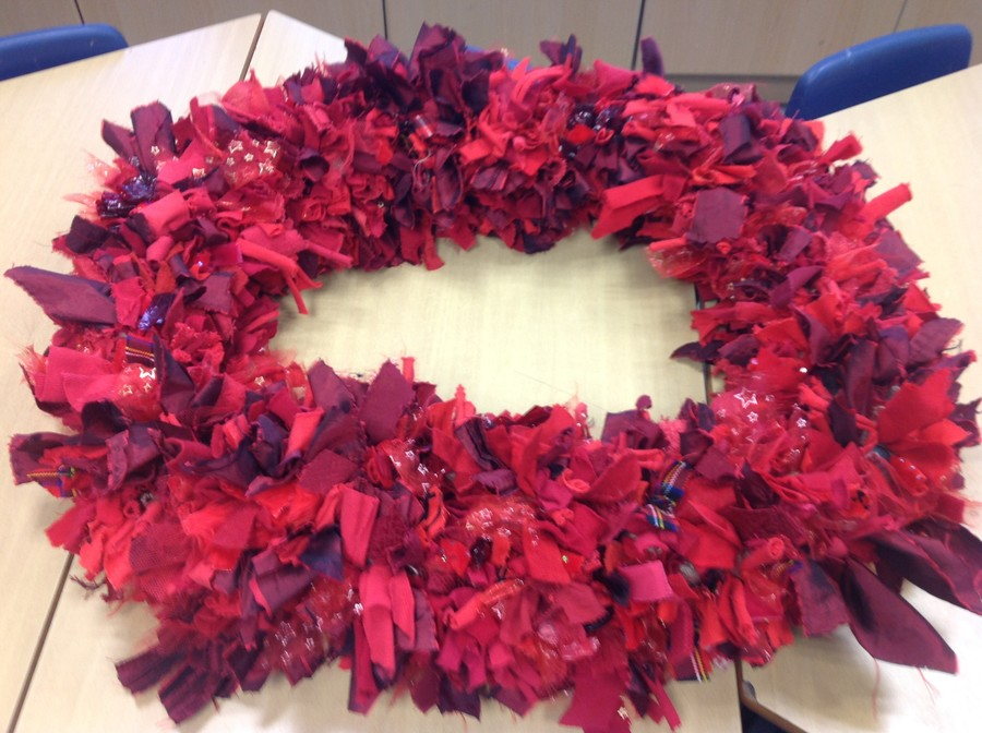 We used scrap material to make this rag-rugged wreath for Remembrance Day.