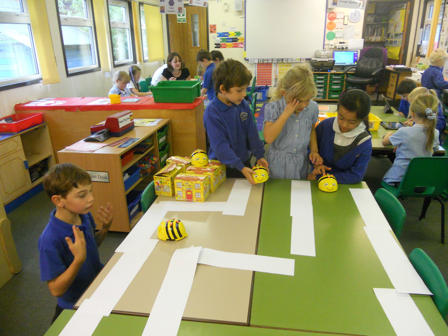 Learning to direct Bee-Bot through a maze during a Computing lesson