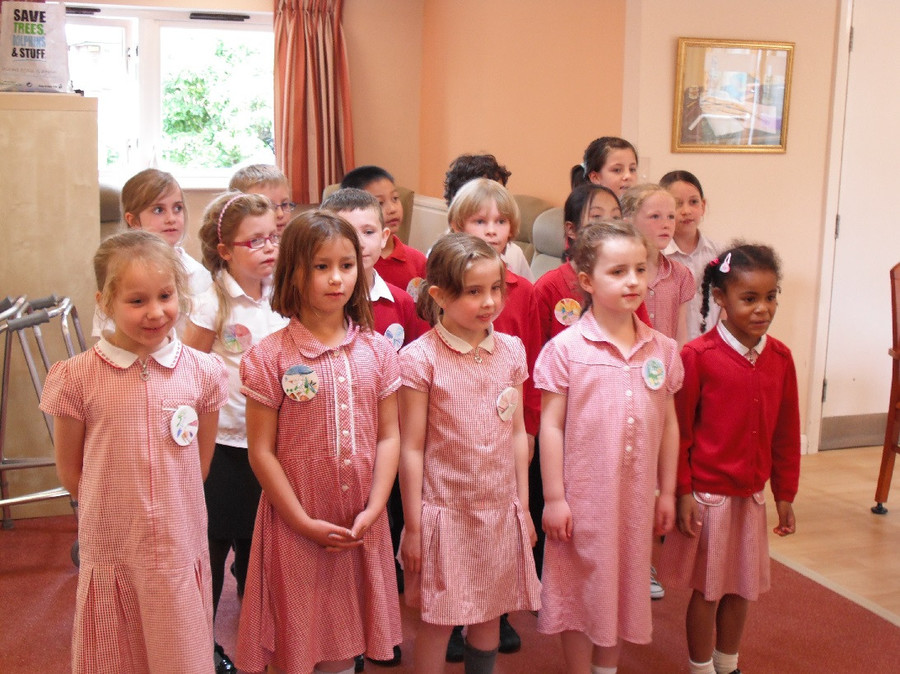 2S visit to Abbeyfields Care Home 2015