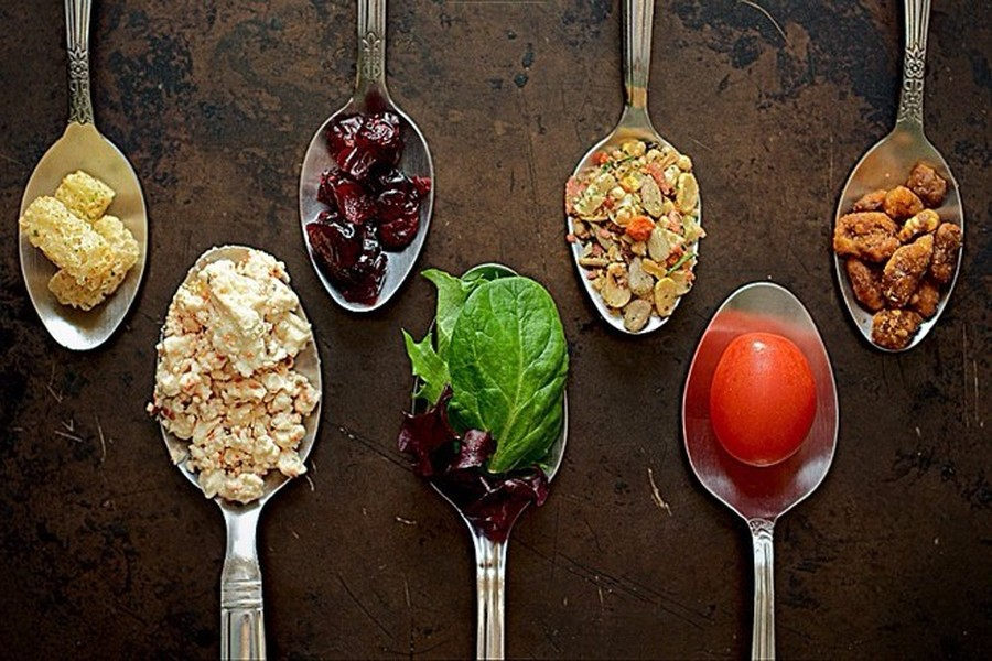 Image source: http://www.designzzz.com/wp-content/uploads/2013/04/salad__take_two__fancy_restaurant_style.jpg