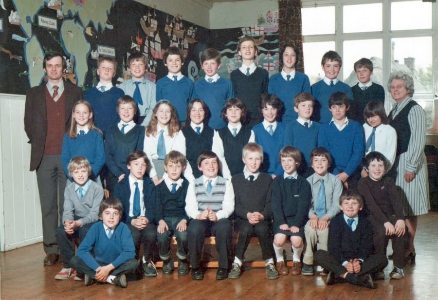 Class photo above taken in 1983, kindly provided by Sarah Thomas of Abbotsley