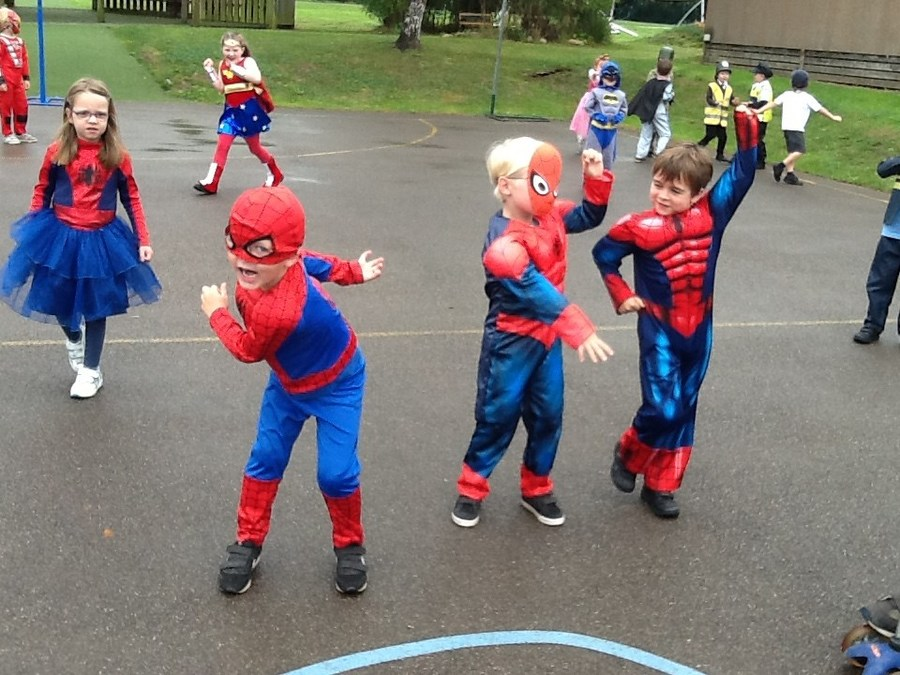 Spidermen and Spider Girl to the rescue!