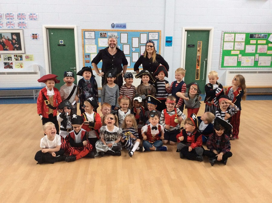 We had a fantastic time being pirates during Pirate day! Have a look at the slideshow below for all the exciting things we did!