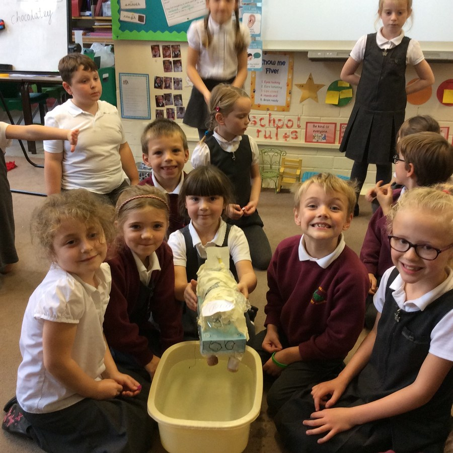 Year 2 carrying out their Boat Investigation