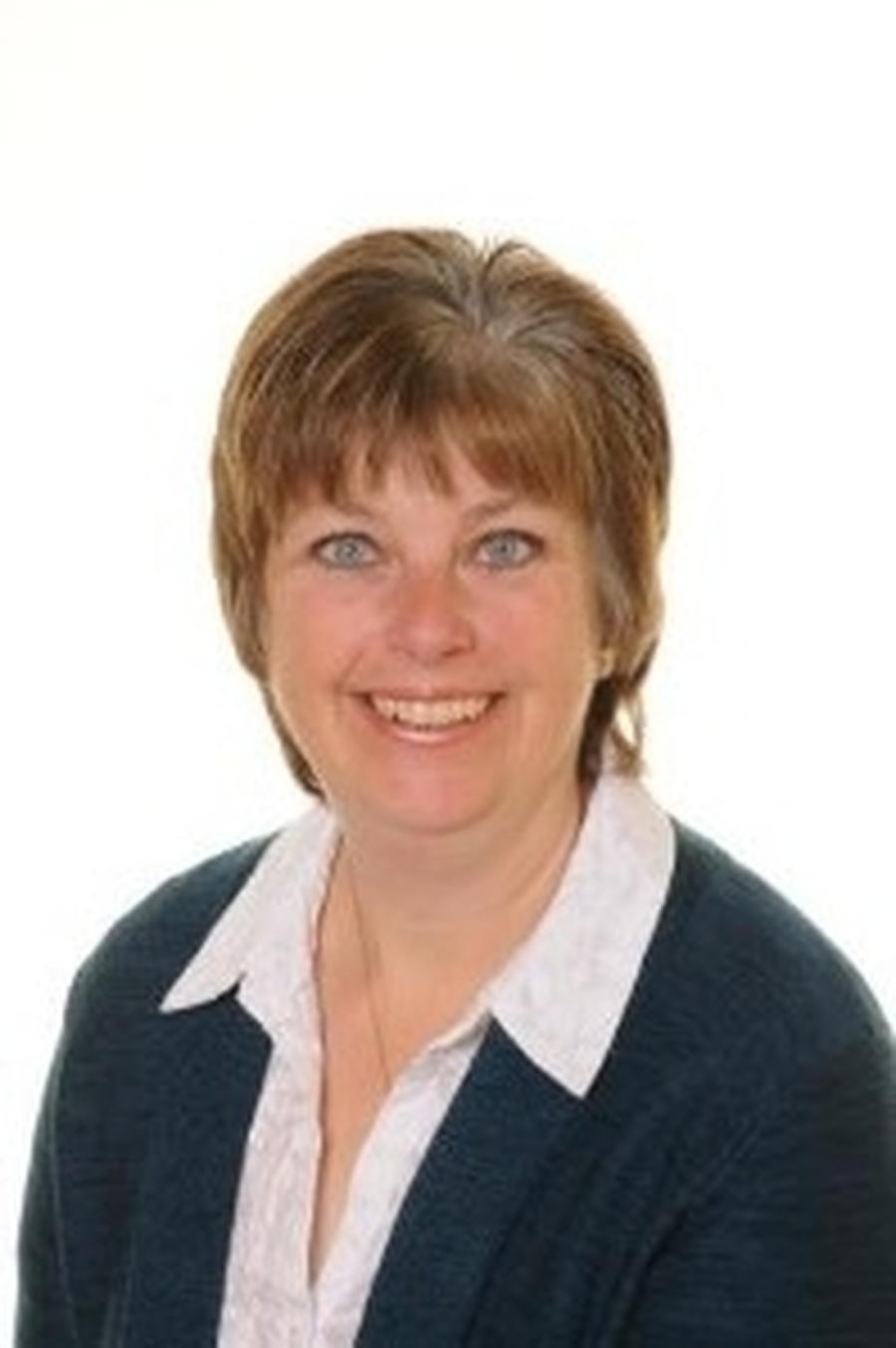 Mrs Lynne Kneeshaw