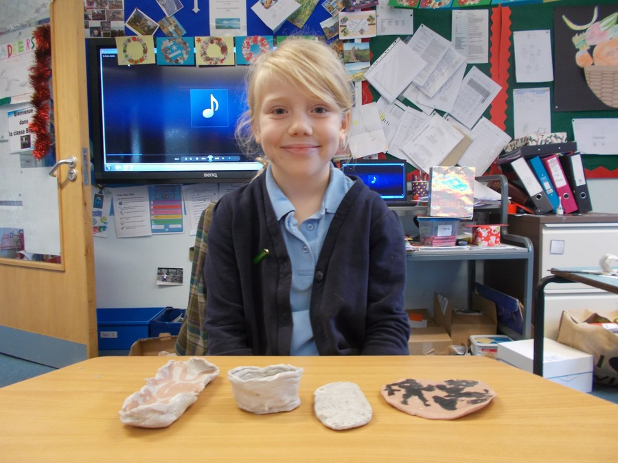Year 4 have been working with clay to produce slabs and pots based on Greek pottery.