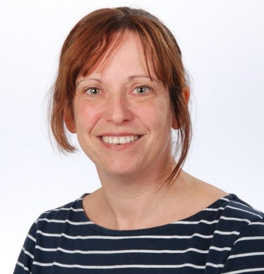 Mrs Tracey Davies
