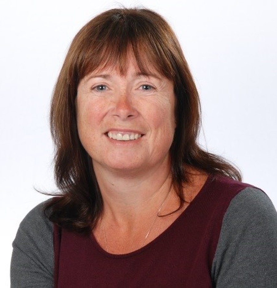 Mrs Fiona Davis