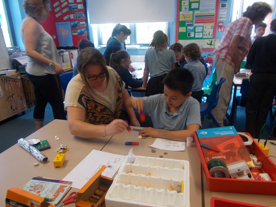 At the KS2 Science Cafe, Children and parents built electrical circuits, looked at Forces and made colour wheels.