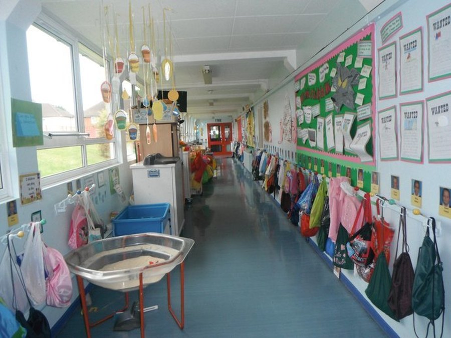 Year 1 Corridor. You will find Wrens, Robins and Wagtails classrooms along this corridor.