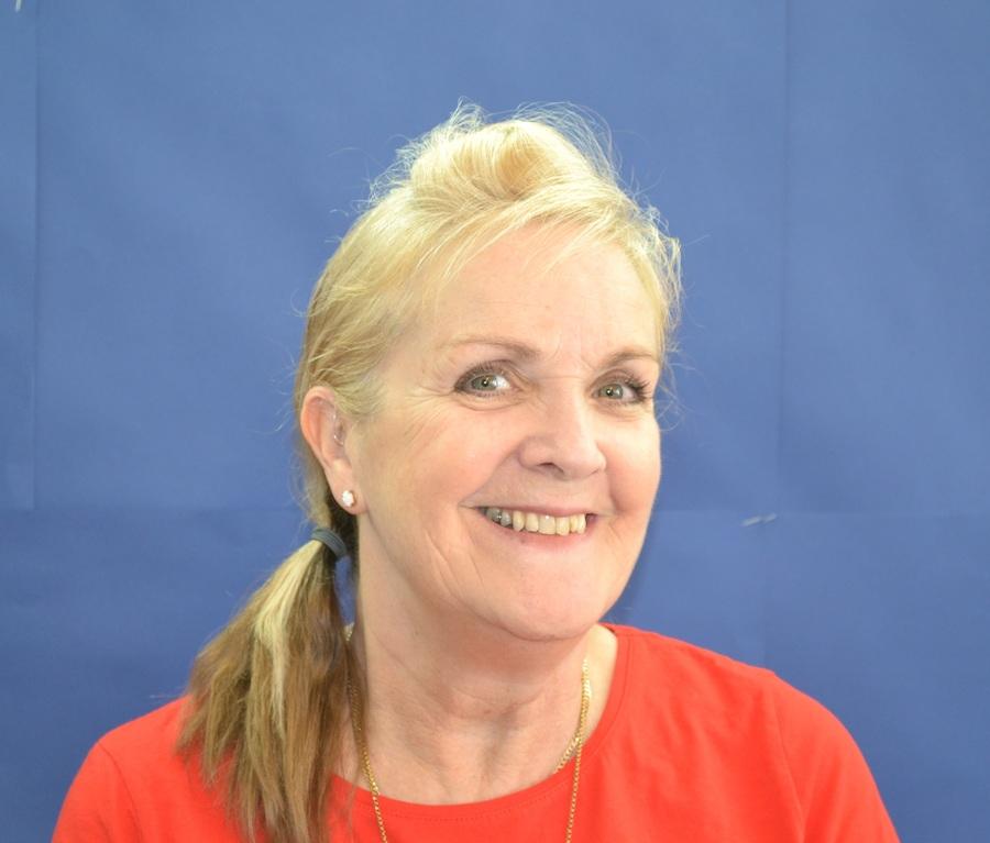 Mrs Tina Holmes