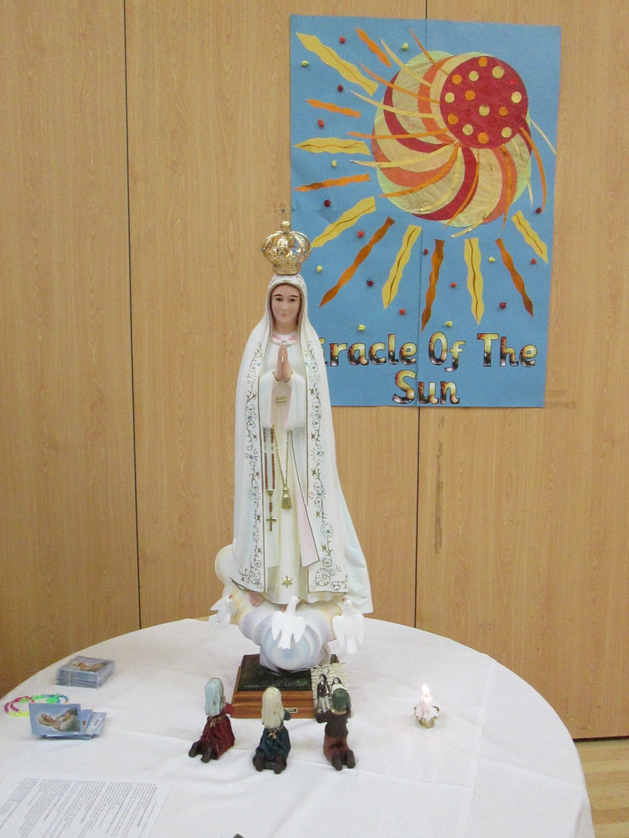 On Friday 13th October, Fr Bill, OSM, came to lead our Rosary devotion. It was the 100th Anniversary (to the very day!) when The Miracle of the Sun occurred. (Ask your child to tell you about what happened to the sun!). This was during the final apparition of Our Lady to the 3 children at Fatima. During the week, we had talked about the 6 times that Mary had appeared to the children and had asked them to pray the Rosary and encourage others to do the same. We remembered to bring our own Rosary beads to help us pray and for those who had none, Fr Bill very kindly provided some for us to keep. There were 5 groups which each acted out one of the Luminous Mysteries. We are always glad to see our Parish Priests in school as it helps us on our faith journey. To have a very calm and prayerful Friday afternoon at the end of a very busy week is always welcome. It set us up for the weekend. Thank you, Fr Bill and thank you to Miss Walker who created the very beautiful artwork.